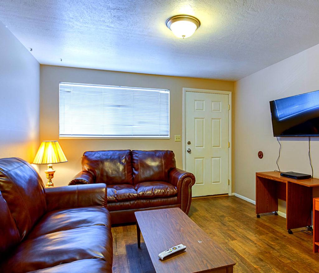 Summer House Apartments: Alpine Flats Apartments