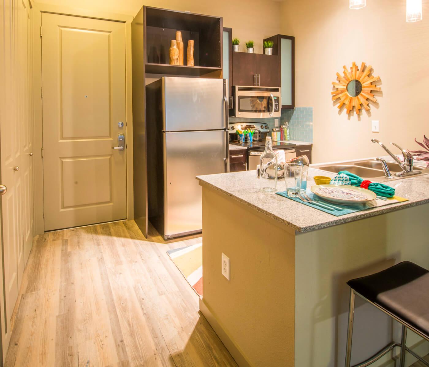Loft-Vue-off-campus-student-housing-apts-kitchen